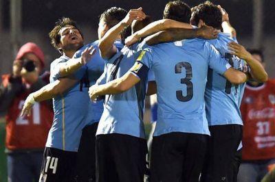 Uruguay goleó por 3-0 a Colombia y cierra la doble jornada con puntaje ideal