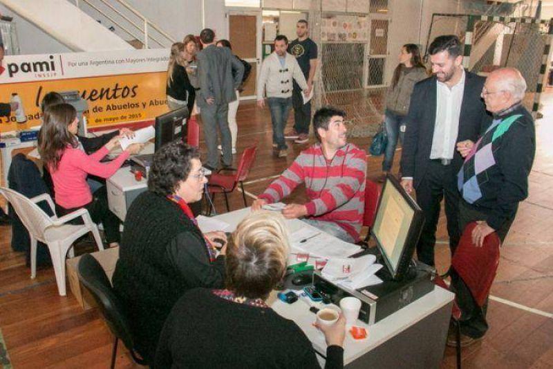 Los trabajadores del ex EMHSA est�n firmando sus nuevos contratos