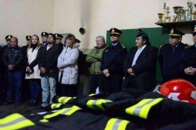 Peralta participó de la entrega de equipamiento para la policía y bomberos