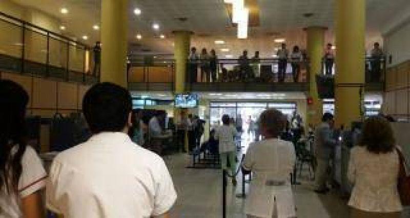Empleados de ASUNT protestan contra el Directorio