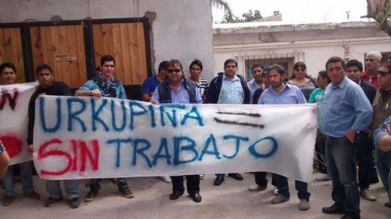 Choferes protestan contra una empresa de transporte