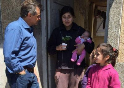 Pulti recorrió las calles del Puerto saludando a madres marplatenses