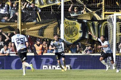 San Lorenzo cayó con Olimpo en Bahía Blanca y casi no tiene posibilidades