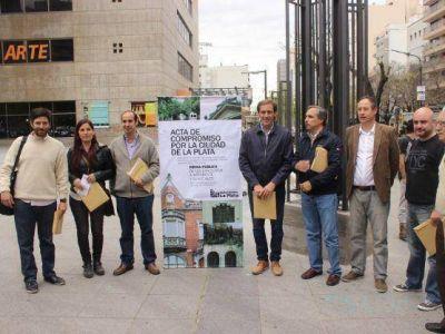 Candidatos a intendente firmaron el acta compromiso para meter en agenda patrimonio y urbanismo