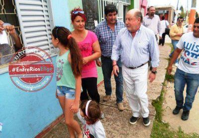 Fuertes y Busti cerraron campa�a caminando en San Agust�n