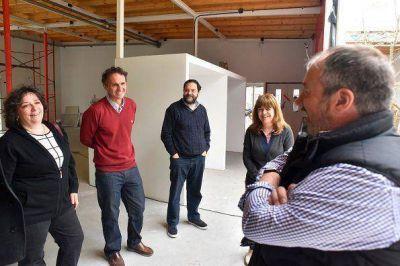 Katopodis recorrió obras del primer Jardín Maternal de Barrio Libertador