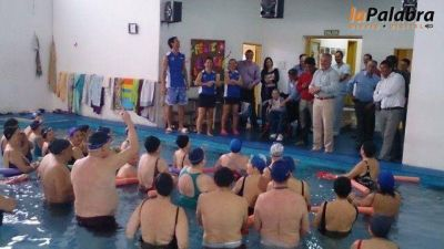 Curetti se reunió con los adultos mayores de natación