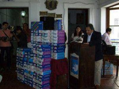 Isa encabezó un acto entrega de computadoras para alumnos de la Escuela de Comercio Nº 5.082 (Colegio Nacional)