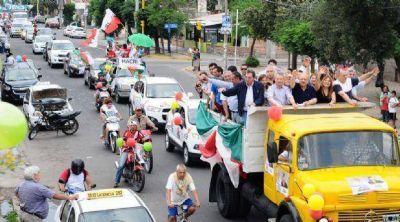 El FCS cerró la campaña con una caravana por la ciudad