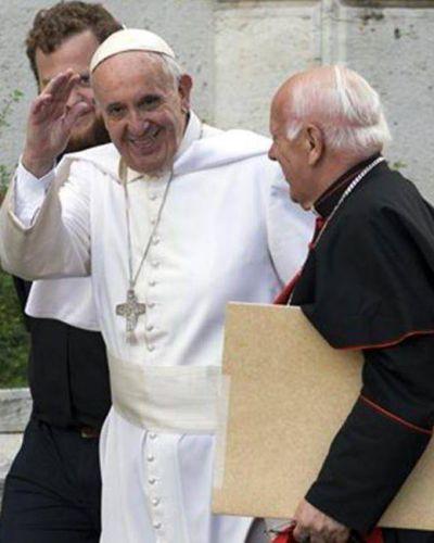 Una lluvia de teorías conspirativas inunda el Vaticano