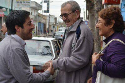 Nardini cerró su campaña electoral hablando con los vecinos