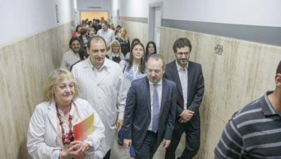 Hernán Sabbatella, Lucas Ghi y Martín Sabbatella recorrieron el Hospital Posadas