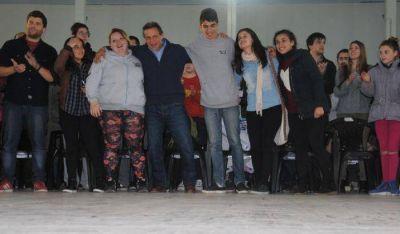 El candidato del Frente Marplatense cerró su campaña junto a jóvenes en el Polideportivo de Las Heras