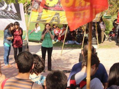El Frente de Izquierda, con Luana Simioni a la cabeza, cerró su campaña en plaza San Martín
