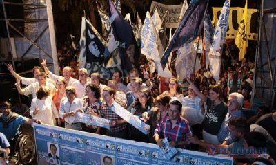 El FPV cerró campaña con un multitudinario acto barrial
