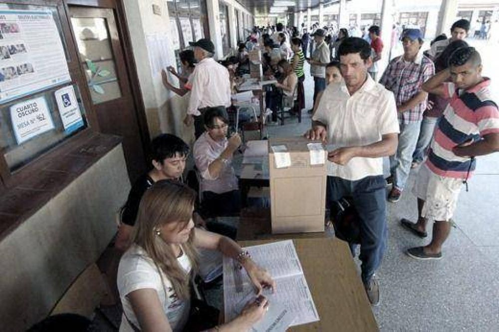 Once provincias eligen gobernador junto a los comicios presidenciales