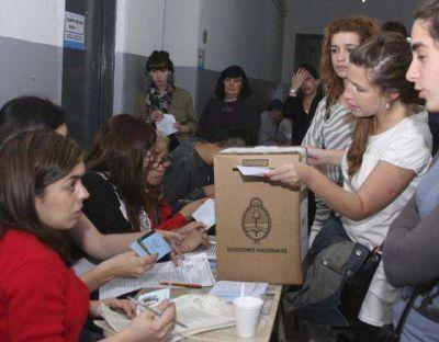 Más de 500 mil vecinos van a las urnas para elegir a su intendente