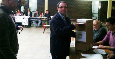Castillo fue el primer candidato a intendente en votar