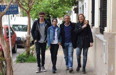 José Eseverri votó acompañado de su familia