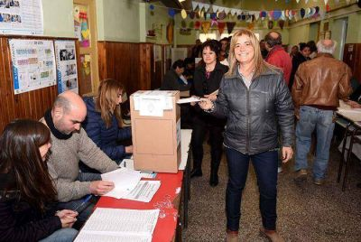 Votaron Margarita Arregui y Héctor Vitale
