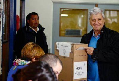 Luis Andreotti votó en el colegio Don Orione de Victoria