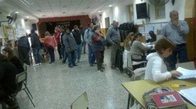 Las elecciones arrancaron con puntualidad y normalidad
