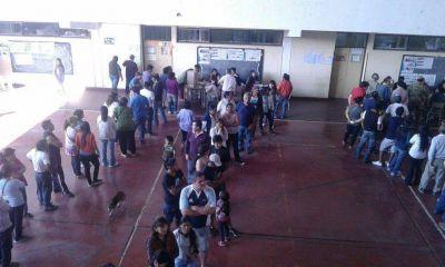 Gran concurrencia de votantes en Palpalá
