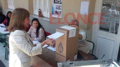 Al emitir su voto, Osuna lamentó la agresividad de la campaña electoral