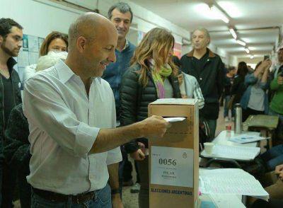 Nicolás Ducoté votó en Pilar