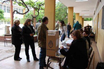 Terminó el comicio con el voto de casi el 70% del padrón y el FpV celebra por Uñac