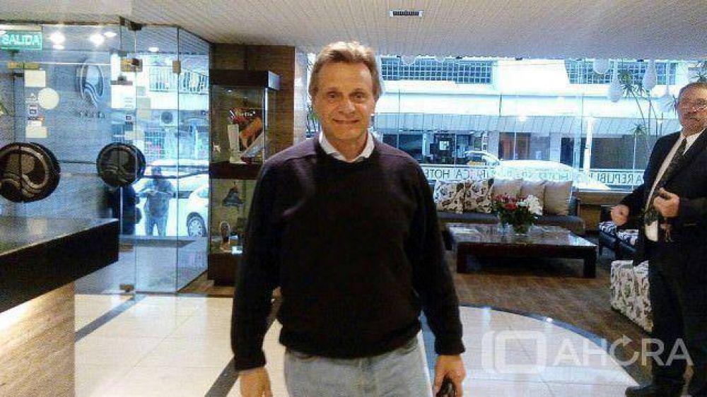El intendente Gustavo Pulti arribó a la sede del Frente Marplatense