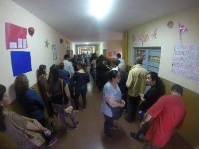 Cierran las escuelas pero todavía hay gente votando