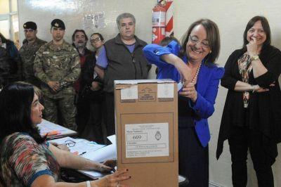 Alicia Kirchner se consagra gobernadora y Máximo se impone como diputado