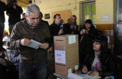 Aníbal Fernández prefirió quedarse en el bunker de La Cámpora y optó por el silencio