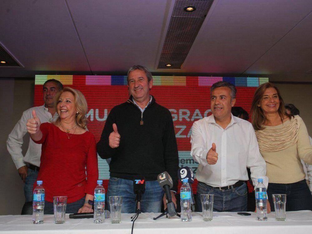 Cornejo y Cobos en busca del acuerdo con Massa