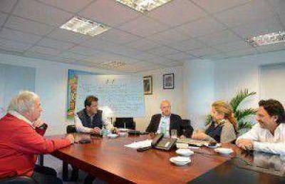 Massa ya prepara el documento con el que negociará su postura frente al balotaje