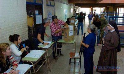 El correntino votó en positivo y cortó más boletas que en las primarias