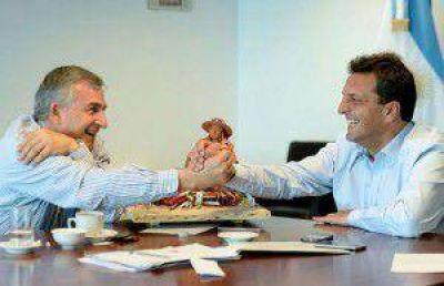 Massa dialoga con Macri y hoy presenta su plan programático