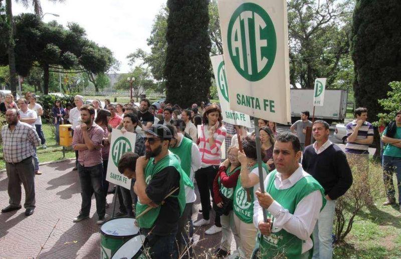 Los agentes del Ministerio de Educaci�n realizaron un paro