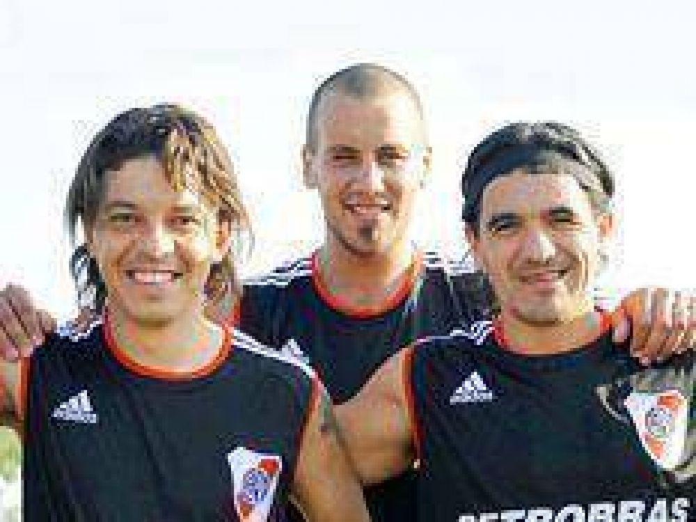 """""""Ya les dije a Ariel y a Marcelo que me tienen que hacer goleador""""."""