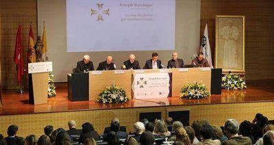 """Monseñor Ladaria: """"Quien se acerca a Benedicto XVI descubre a una gran persona"""""""