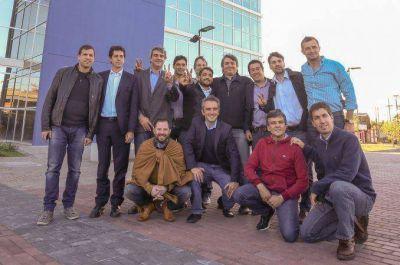 Máximo juntó a intendentes del FpV y coordinó acciones de cara al balotaje