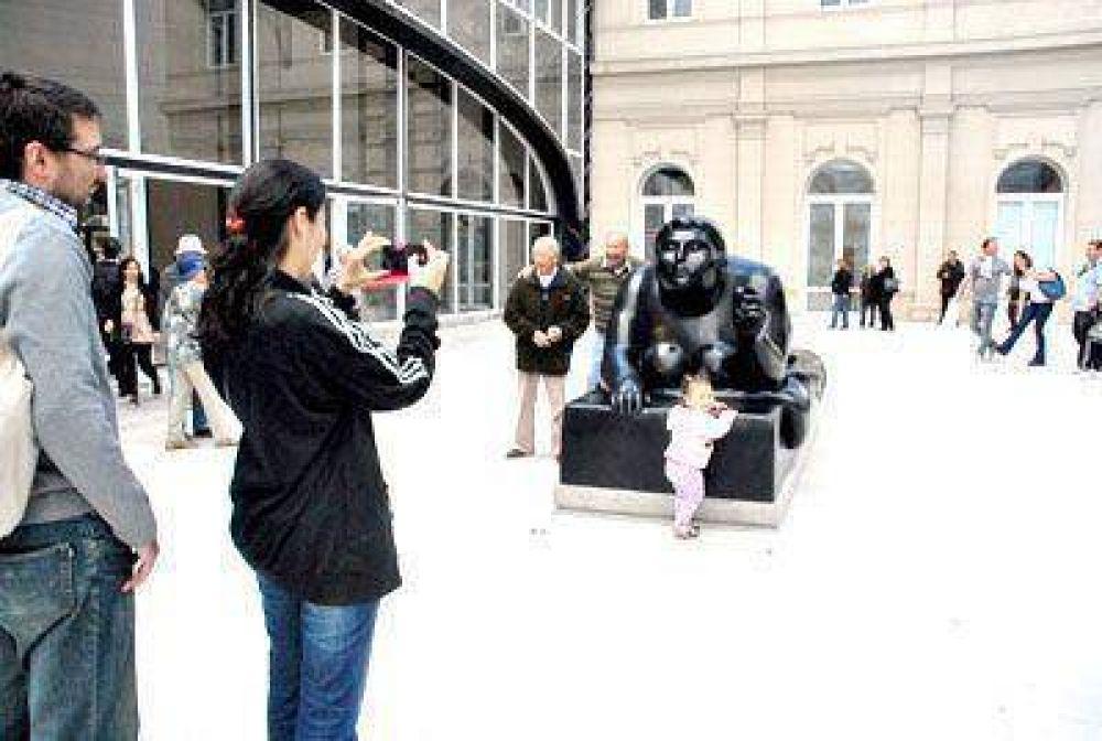 La escultura de Botero convoca a miles de marplatenses y turistas