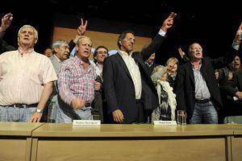 Ante sindicalistas, Scioli prometió eliminar escalas de asignaciones familiares
