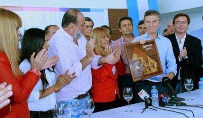 """""""Queremos que los chaqueños se enamoren de un futuro, que es cambio y oportunidad"""", dijo Macri a los medios"""