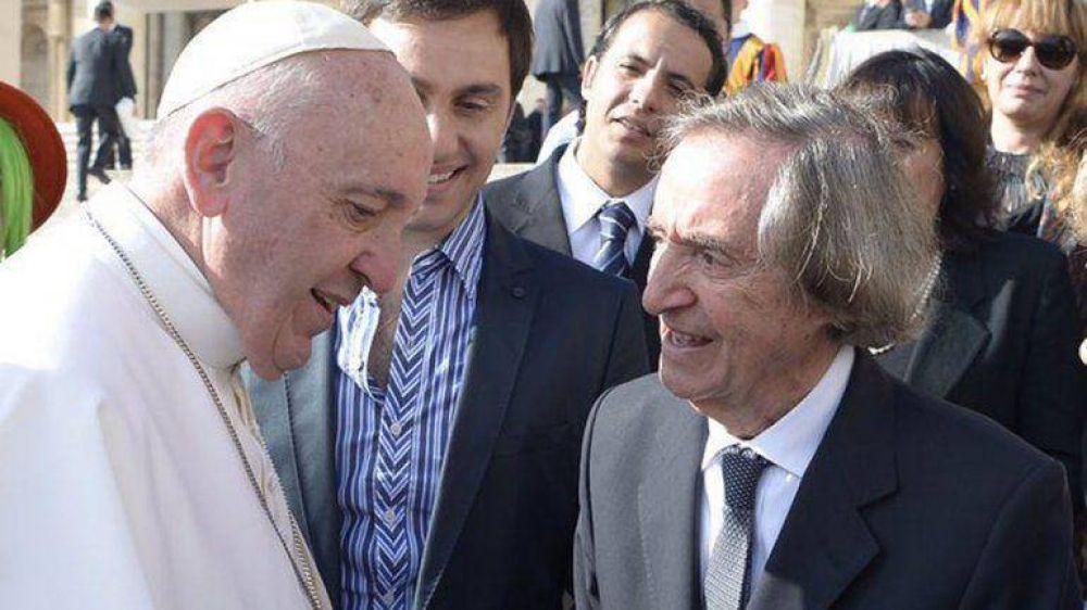 Emotivo encuentro entre Carlitos Balá y el papa Francisco