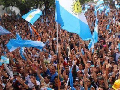 """A la voz de """"Macri y Moyano son la misma bosta"""", la UOCRA copó la Gobernación para apoyar a Scioli"""