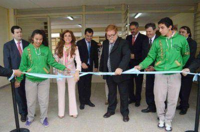 La gobernadora inauguró viviendas sociales, una ruta y colegio agrotécnico