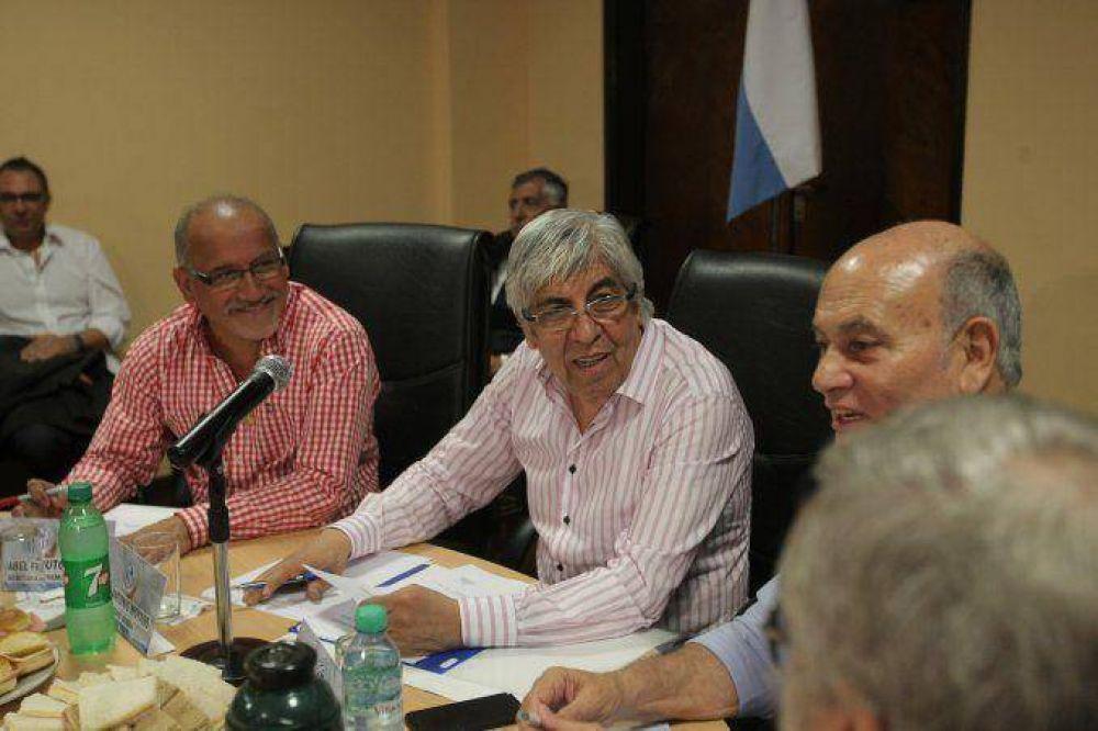 Moyano prepara un gran acto en la CGT, cinco días antes del balotaje presidencial