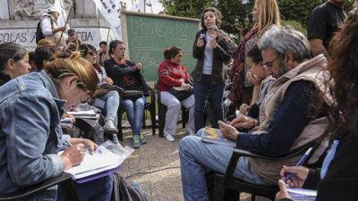 Docentes y estudiantes de Avellaneda pidieron la continuidad del Plan Fines
